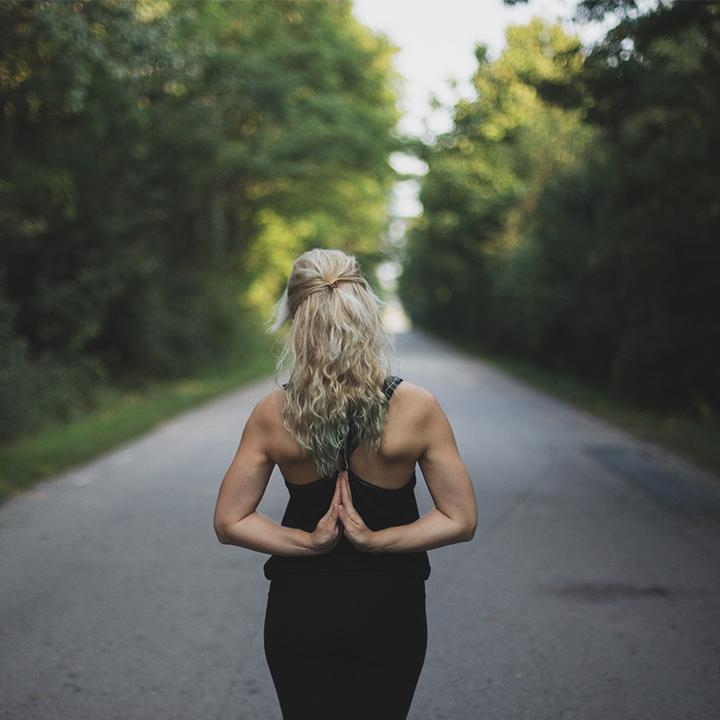 ヨガがストレス解消に効く理由